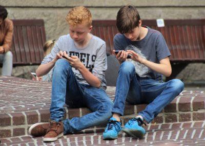 Telekom és a gyerekfelügyelet – érdekes kísérlet nem érdemes elgörgetni